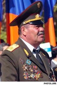 Sabiq generalın arvadı axtarışa verildi - FOTO