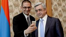 Twitter's Vice President visits Armenia, makes selfy with Prez Sargsyan