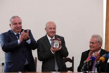 Scholar from Turkey receives medal in Armenia for genocide-related study