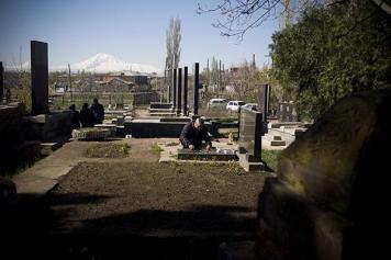 Մեռելոցի շուրջ. երկրորդ նախագահի մեկնաբանությունները նոր լիցք են  հաղորդում մեռելների հիշատակի օրվա բանավեճին