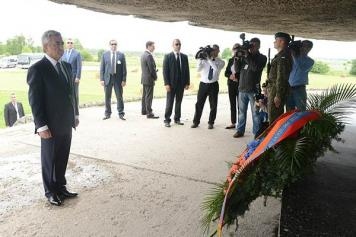 """Armenians """"more than anyone"""" empathize with Jewish people's pain, Sargsyan says on Holocaust Remembrance Day"""