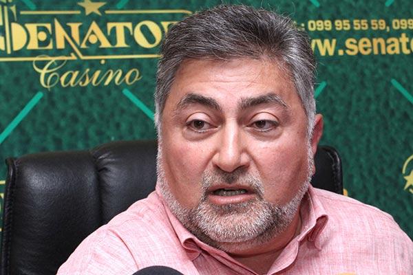 http://armenianow.com/sites/default/files/img/imagecache/600x400/Ara-Papyan.jpg