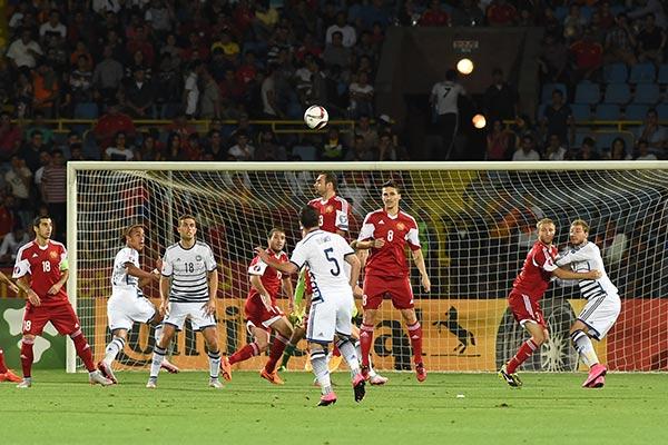 Ֆուտբոլ. Հայաստանի մարզիչը Դանիայի հետ ոչ-ոքիից հետո բարձր է գնահատել թիմի նվիրվածությունը