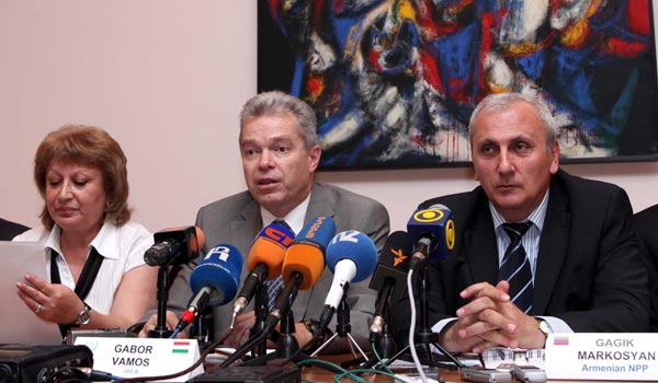 "Experts: Armenian nuke station risk ""acceptable"""