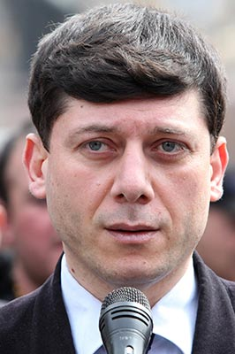 Hovannisian ready to meet Sargsyan in Liberty Square or continue dialogue by correspondence