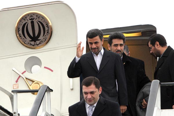 Official Visit: Ahmadinejad arrives in Yerevan