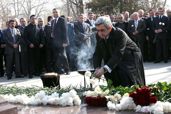 President Sargsyan laid a wreath at the tomb of Andranik Margaryan