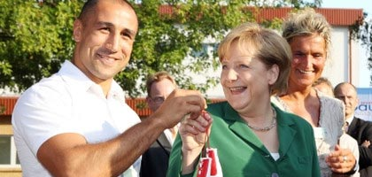 A gift for Merkel: King Arthur gives German Chancellor a pair of boxing gloves