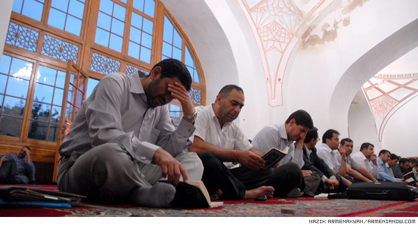 Mourning rite at Blue Mosque: Iranians in Yerevan pay tribute to their compatriots
