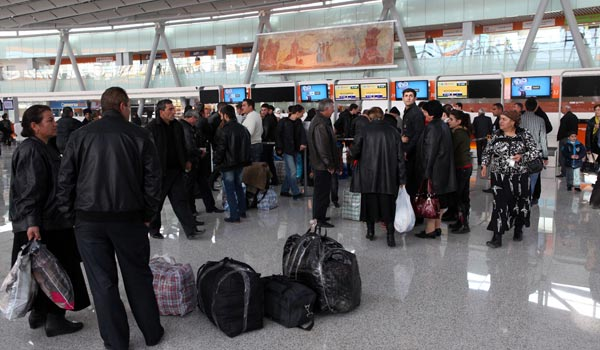 http://armenianow.com/sites/default/files/img/imagecache/600x400/armenia-emigration-aeroport.jpg