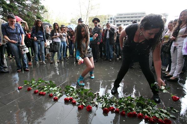 Roses to Oppose