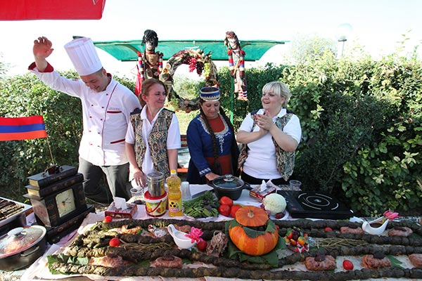 dolma-festival-armenia-sardarapat.jpg