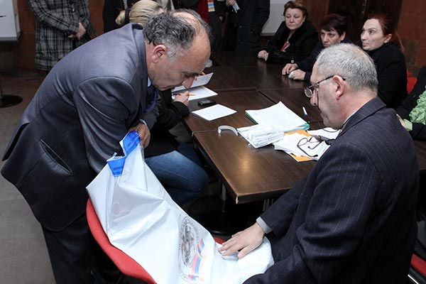 Decision 2013: Election results show Hovannisian beating Sargsyan in several traditionally pro-government constituencies