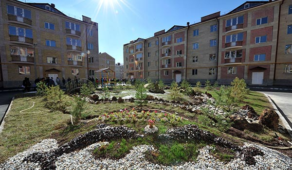 Big housewarming in Gyumri: Hundreds of earthquake survivor families move into new homes in Armenia's second city