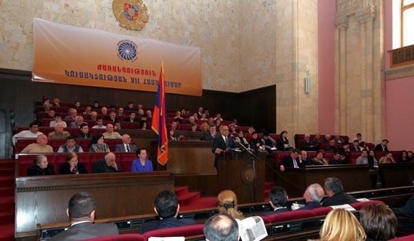 Party convention parades: Armenia's new formula and EU stars