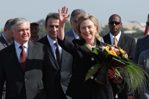 Hillary in Armenia: All eyes on Tsitsernakaberd as Secretary Clinton arrives in Yerevan