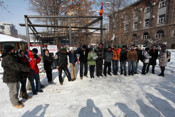 Park rangers: Green campaigners in Yerevan protest construction near Mashtots Boulevard