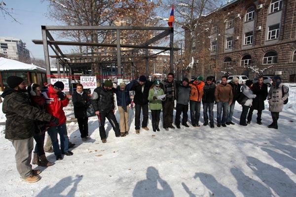 Park rangers: Green campaigners in Yerevan protest construction near Mashtots Boulevard