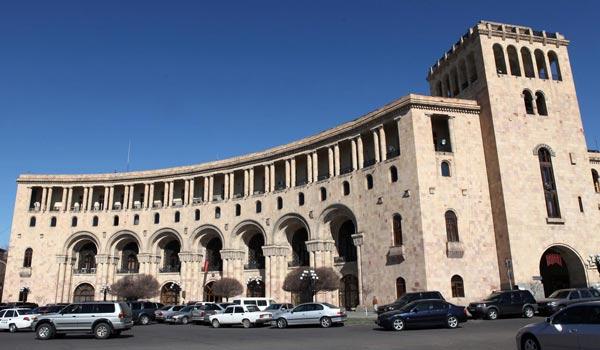 Three Armenia-bound tourists killed in Iranian coach crash