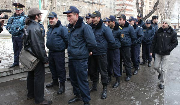 "Cops as Citizens: Police officers at Yerevan park object to environmentalists'  ""offensive attitude"""