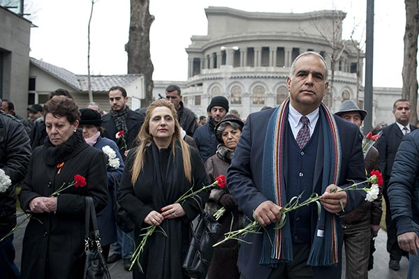 """Decision 2013: Hovannisian says parliament matters not the issue in """"this national crisis"""""""