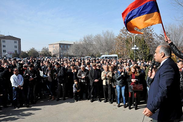 Decision 2013: Hovannisian continues post-election campaign to regions