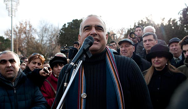 """Decision 2013: Hovannisian Delivers Vague Ultimatum; tells Sargsyan to concede to """"people's victory"""""""