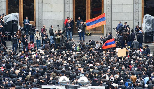 Decision 2013: Armenian opposition leader rallies support for Barevolution campaign