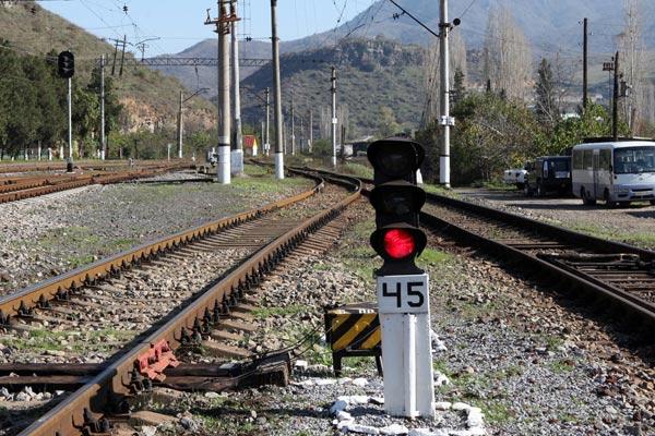 http://www.armenianow.com/sites/default/files/img/imagecache/600x400/rail-roads-armenia.jpg