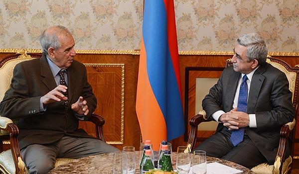 President Sargsyan receives visiting Israeli historian