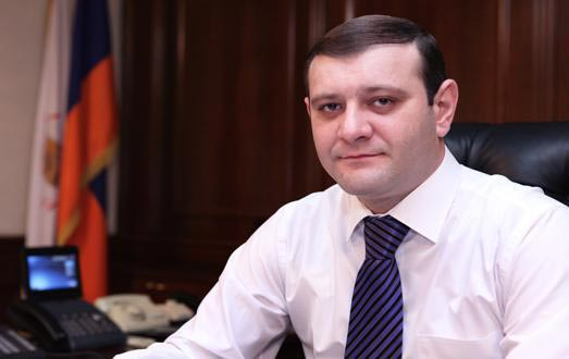 Back to 100 drams: Yerevan mayor suspends his decision on bus fare rise