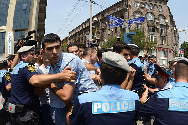 Police warn youth activists as bus fare hike protests continue in Yerevan